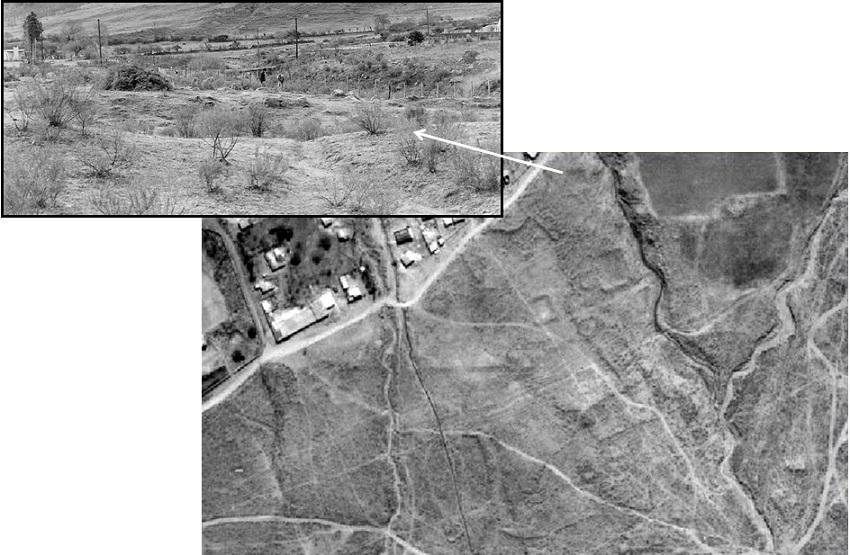 Fotografía aérea (1986).     Unidades arquitectónicas cuadrangulares en Los Cuartos; esquina superior     izquierda: fotografía de una de ellas